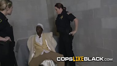 Pimp gets a well deserved lesson from busty milf cops