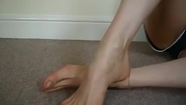 Step mom shows me her big sexy feet and juicy toes (gave me footjob after)