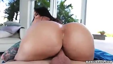 Huge ass phat ass hardcore fucked mom