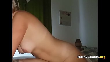 Amateur MILF has orgasm in homemade