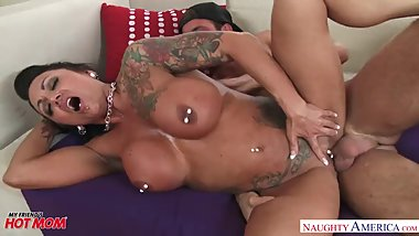 Big tits MILF Ashton Blake fucks her son\'s friend - Naughty America