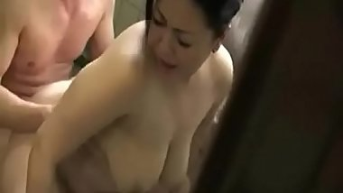 Japnese mom seduction (downblouse)