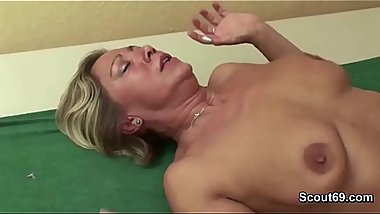 Step-Son Caught and Seduce Mom to Fuck in the Morning
